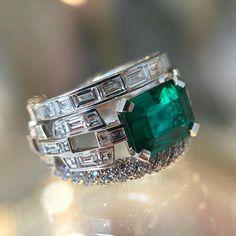David Yurman ~ Emerald and Diamond Ring Mens Gold Diamond Rings, Mens Emerald Rings, Emerald Ring Vintage, Wedding Rings Vintage, Emerald Jewelry, Diamond Jewelry, Stone Ring Design, Popular Engagement Rings, Diamond Design