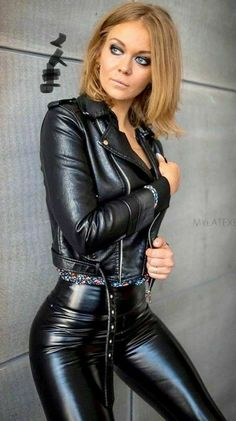 Looks Pinterest, Tight Leather Pants, Leder Outfits, Elegantes Outfit, Shiny Leggings, Latex Girls, Leather Dresses, Black Faux Leather, Fast Fashion