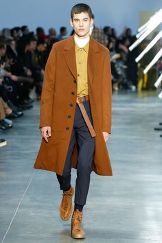 Cerruti 1881 Fall 2018 Menswear collection, runway looks, beauty, models, and reviews.