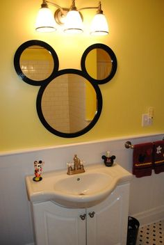 Mickey Bathroom!  :) how easy this would be to DIY! How cute for kids | http://coolbathroomdecorideas.13faqs.com