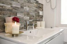 Pro mnohé z nás je úklid nejnapjatější úkol a nejhorší trest na světě. Buďme upřímní, mnozí z nás začínají dělat domácí práce teprve tehdy, když si uvědomí, že v celém domě není jedno čisté místo. Každá místnost vypadá jako bojiště pokryté nečistotami. Ale teď pro Vás máme dobrou zprávu! Čištění může být rychlý a jednoduchý […] Large Bathrooms, Bathroom Design Small, Budget Bathroom, Bathroom Cleaning, Bathroom Ideas, Bathroom Trends, Bathroom Remodeling, Bathroom Candles, Bathroom Sinks