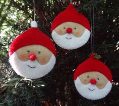 felt Santa ornaments (link is to a Dutch website where these are for sale, but the picture can maybe help me DIY these) Christmas Makes, Noel Christmas, Homemade Christmas, Christmas Projects, Felt Crafts, Holiday Crafts, Diy Crafts, Santa Ornaments, Felt Christmas Ornaments