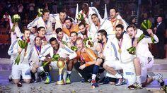 Historique. En remportant les championnats du monde de handball, la France est devenue, dimanche 1er février, la seule équipe de l'histoire à avoir gagné cinq titres mondiaux. Seule nation à conserver un titre olympique dans ce sport (2008 et 2012), elle est également la première, et pour la deuxième fois de son histoire, à détenir simultanément les trois trophées internationaux : mondial, olympique et européen. 01/02/2015