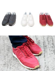 "Today's Hot Pick :时尚拼接元素运动鞋—运动休闲 http://fashionstylep.com/SFSELFAA0005702/top3666cn/out 青春如大海,单调之中闪烁着丰富多彩,追逐远方的梦想,破浪而行!我始终相信,为梦想而战,活的才足够精彩!翻毛的磨砂质感,与柔顺的滑布相遇,碰撞出完美时尚的运动鞋,不用过多的装饰和繁杂的装点,鞋侧的""V""字翻毛拼接,就足以让你轻松俘获众人眼球! -运动鞋 -拼接元素 -三色可选"
