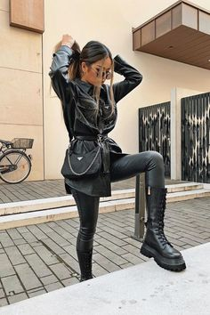 Elegantes Business Outfit, Elegantes Outfit, Winter Fashion Outfits, Fall Outfits, Winter Boots Outfits, Cute Casual Outfits, Stylish Outfits, Cute All Black Outfits, Combat Boot Outfits