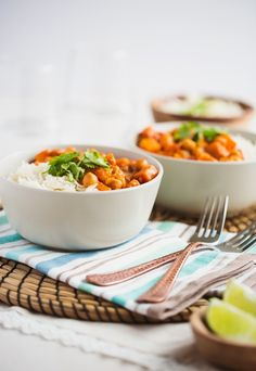 This not-so-typical Indian dish features spices that would normally be used on chicken or grilled meats, however in an effort to go meatless, the spice blend becomes a fragrant and flavour base for the sauce. Peanut butter adds a subtle nutty kick to this dish. {via My Daily Randomness} #KraftPeanutBetterIt