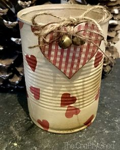 Decoupage altered tin can, Shabby Chic, Emma Bridgewater hearts design 💖 Aluminum Can Crafts, Tin Can Crafts, Crafts For Boys, Metal Crafts, Recycled Crafts, Tin Can Decorations, Valentine Decorations, Tin Can Art, Shabby Chic Crafts