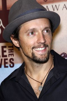 The View: Jason Mraz Performs From Love is a Four Letter Word Album Jason Mraz, Jason Derulo, The View Tv Show, Barbara Walters, What Makes A Man, Jenny Mccarthy, Love Your Smile, Four Letter Words, Heaven Sent
