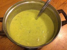 Zin in een vullende soep die je binnen een half uur op tafel zet? Dan is deze romige aardappel-preisoep wat voor jou! Sla de... Best Starters, Christen, Cheeseburger Chowder, Soup Recipes, Food And Drink, Lunch, Diet, Meals, Fruit