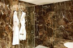 Hotel Tivoli Marina Vilamoura (Internal Refurbishment) by Sua Kay Architects in Vilamoura, Portugal #portugal #vilamoura #marinavilamoura #quarteira #tivoli #marina #hotel #colorful #colorido #luxo #luxury #luxuoso #marble #marmore #bathroom #casadebanho #darkemperador #castanhoimperador #comtemporary #contemporanea #shower #duche