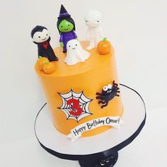 Idéia de bolo para o Halloween super fofa! Por @sweetnsaucyshop  #kikidsparty