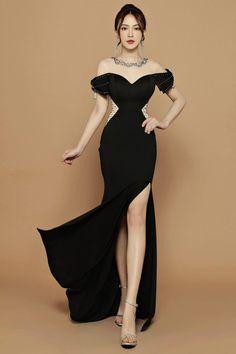 Korean Dress, Androgynous Fashion, Dress Cuts, Couture Fashion, Mary Janes, Korean Fashion, Beautiful Dresses, Red Carpet, Party Dress