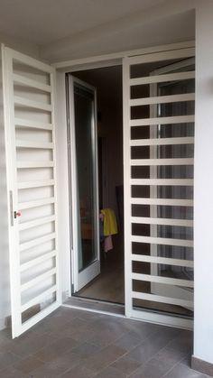 inferriate di sicurezza - Ferrodesign milano Steel Gate Design, House Gate Design, Door Gate Design, Main Door Design, House Front Design, Window Grill Design Modern, Door And Window Design, Balcony Grill Design, Grill Door Design