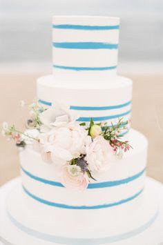 tarta moderna boda.. y algo azul