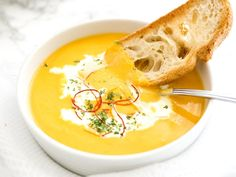 Instant Pot Carrot Soup - a creamy pressure cooker soup that is so easy to make! This spicy and sweet carrot soup is the perfect comfort food for cold days.