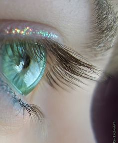 Very pretty. Love the hint of glitter and mint green eye. (I love the mint color)