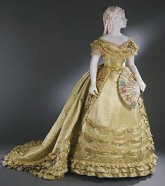 House of Worth, Gold Satin Evening Gown, Paris, 1800s Fashion, 19th Century Fashion, Victorian Fashion, Vintage Fashion, Victorian Gown, Edwardian House, Gothic Fashion, 18th Century, House Of Worth