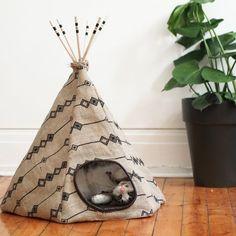 cute cat tipi DIY dentelleetfleurs.com #DIYcattoysforhome
