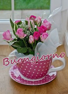 Super Ideas for flowers bouquet gift floral arrangements tea cups Flower Shop Design, Growing Raspberries, Gift Bouquet, Wedding Table Flowers, Rose Tea, Creative Decor, Amazing Flowers, Valentine Gifts, Valentines Flowers