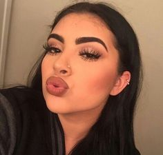 Uploaded by King. Find images and videos about girl and makeup on We Heart It - the app to get lost in what you love. Makeup Goals, Makeup Tips, Beauty Makeup, Hair Beauty, Cute Piercings, Baddie Makeup, Baddie Hairstyles, Latina Hairstyles, School Hairstyles