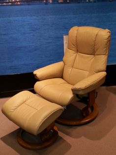 The Ekornes Stressless Chair is one of the premiere leather recliners. Built with a durable steel frame and flex springs |Houston, TX| Gallery Furniture|