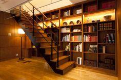 立川デシオ展示場階段本棚