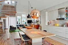 cuisine scandinave avec grande table en bois