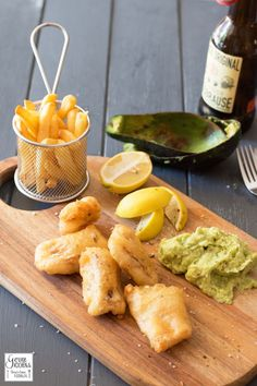 Curry Backfisch mit Avocado-Remoulade - Fish & Chips mal anders #Fisch, #Meerestiere, #SchnelleKüche, #Soulfood, #Thermomix #foodblog #foodie #food #rezept #foodblog_de #foodpics #rezepte www.gernekochen.d...