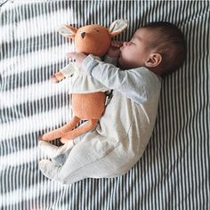This photo has stolen my heart. I have a love hate relationship with photos like this. I have not been blessed with babies who sleep anywhere but snuggled up against mama. I will just have to live vicariously. Thank you for sharing @morganfaithsuarez ! Don't forget to check out @Candidslumber ! Tagged #candidchildhood \\ mod: @sarahsmiley17 // by candidchildhood