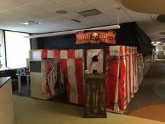 halloween pinterest halloween cubicle cubicle and halloween ideas