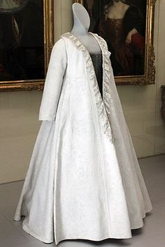 "Robe volante (in German called ""Kontusch""), Germanic National Museum in… 18th Century Dress, 18th Century Costume, 18th Century Clothing, 18th Century Fashion, Vintage Dresses, Vintage Outfits, Vintage Fashion, Historical Costume, Historical Clothing"