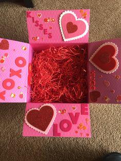 Valentine's Day care package for kids Valentines Day Care Package, Valentines Day Gifts For Friends, Valentines Gift Box, Bff Birthday Gift, Valentine Crafts, Grunge Outfits, Cute Presents For Boyfriend, Diy Osterschmuck, Kinder Valentines