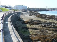 Newry Beach or (Traeth-Newry) is a Shingle & rock beach located near Holyhead in Anglesey.No dog restrictions. Beach Village, Uk Beaches, Anglesey, Beautiful Islands, Days Out, Scenery, Sidewalk, Park, Green