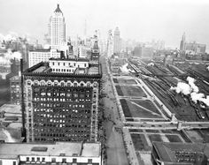 A 1928 view of Michigan Avenue and Grant Park, then a relatively small area… North Chicago, Chicago City, Chicago Area, Chicago Style, Old Photos, Vintage Photos, Chicago Cubs World Series, Grant Park, Big Shoulders