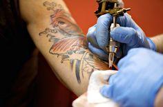 Ist es wirklich wahr das Tattoos sehr weh tun? Wie verhindere ich, den Schmerz einer neuen Tätowierung? Watercolor Tattoo, Different Tattoos, Paw Tattoos, First Tattoo, Pictures, Temp Tattoo