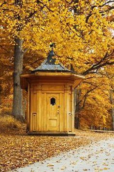 Oriental style garden house --- omg, it's beautiful. i love it.