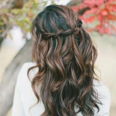 Bridesmaid hair @Jess Liu Ellinghuysen, this would be so pretty on Georgia if she wanted her hair down:)
