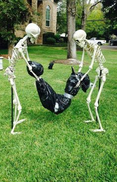 Amazing Cheap and Easy Halloween Decorations to Outdoor Halloween Prop, Happy Halloween, Halloween Yard Decorations, Holidays Halloween, Halloween 2017, Halloween Crafts, Halloween Stuff, Halloween Yard Ideas, Skeleton Decorations
