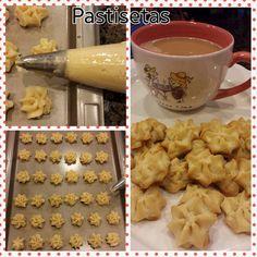 PASTISETAS Ingredientes: 3 Barritas de mantequilla a temp. ambiente (4 oz c/u) 2 1/2 Tazas de harina cernida 3/4 taza de azúcar glas 1/2 cdita de vainilla ... ...