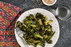Recipe: Sesame-Ginger Roasted Broccoli — Recipes from The Kitchn – Hifow – Unionbeatz Roasted Broccoli Recipe, Broccoli Recipes, Vegetable Recipes, Vegetable Dishes, Roasted Vegetables, Vegan Recipes Easy, Vegetarian Recipes, Yummy Recipes, Dishes Recipes