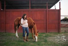 Casey 49 1024x696 Maternity Shoot with her Horse