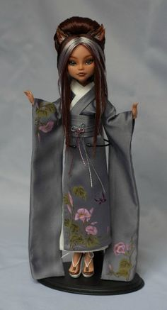 Awsome! I always thought Draculaura's cousin was Chinese not clawdeen's‼️