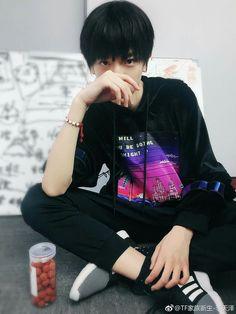 Trạch Nhi Cute Korean Boys, Bomber Jacket, Chinese, Asian, Cookies, My Love, Jackets, Hipster Stuff, Crack Crackers