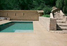 http://www.prontobagno.net/wordpress/wp-content/uploads/2013/10/Pavimenti-per-outdoor-effetto-pietra_Ceramiche-Coem_Tufo-Arredo-1000x683.jpg