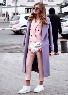 """Another day, another outfit. That was my day 3 outfit at . Spring is on my mind Когда за фото берётся , ты на можешь…"" Lila Outfits, Purple Outfits, Colourful Outfits, Spring Outfits, Colorful Clothes, Pastel Outfit, Fashion Week, Fashion 2020, Fashion Trends"