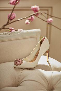 c4fc1ef2faa4d0 Brooch detail court shoe - Nude Pink