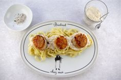 SCALLOPS IN CHAMPAGNE CREAM SAUCE WITH TRUFFLE SALT Recipe Main Dishes with scallops, shallots, champagne, heavy cream, ground black pepper, olive oil, sea salt, fresh pasta, lemon juice, olive oil