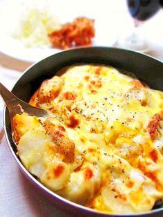 「卵がトロ~リ★ソースのいらないフライパングラタン」ソースなしなのにトロ~リの秘密は卵。生卵をポンと割り入れてこんがや焼くと、中からとろ~り玉子が美味しいソースがわりに!!【楽天レシピ】