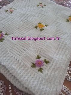 Baby Knitting Patterns Baby Knitting Patterns Knitting Pattern for Easy Cable Blank. Free Baby Blanket Patterns, Baby Knitting Patterns, Baby Patterns, Knitted Baby Clothes, Knitted Baby Blankets, Knitting Projects, Crochet Projects, Granny Square Blanket, Manta Crochet