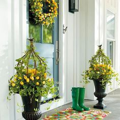 Summer Porch Makeover with Valspar Paint Colors Tuscan Design, Tuscan Style, Diy Outdoor Furniture, Outdoor Decor, Garden Furniture, Furniture Sets, Summer Porch, Porch Makeover, Mediterranean Home Decor